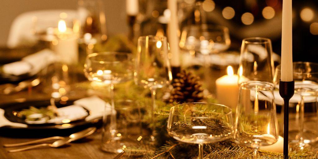 Julkort med blad och bär, text: merry xmas och god jul och gott nytt år från GIL